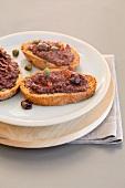 Crostini con la crema di olive (toasted bread topped with olive purée)