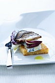 Cornbread crostini with Gorgonzola, radicchio and mushrooms
