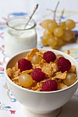 Cornflakes with grapes and raspberries