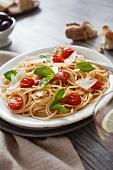 Spaghetti semplici (Nudeln mit Tomaten, Parmesan & Basilicum)