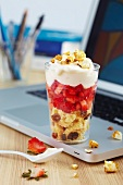 Popcorn trifle with strawberries