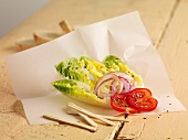 Lettuce hearts with onions and tomatoes