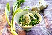 Senfkohl mit Lotuswurzeln, Ingwer und Mandeln