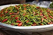 Chilischoten, rot und grün