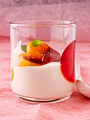 Quark with apricots in syrup, mint and raspberry jam