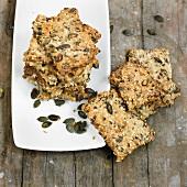 Wholegrain crackers with pumpkin seeds
