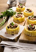 Timballini di polenta (polenta tartlets with smoked bacon, mushrooms and parsley)