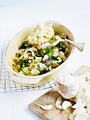 Zanderfilets mit Gemüse, Knoblauch und Selleriepüree