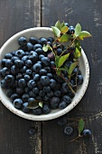 Blueberries with leaves in a bowl