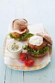 Vegetable burgers with yoghurt