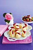 Puff pastry bites with vanilla cream and strawberries