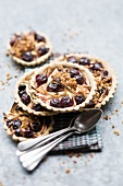 Raisin tartlets with apples and pecan nuts