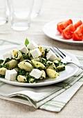 Shell pasta with spinach and feta