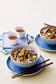 Nudeln Chow Mein mit Hähnchen (China)