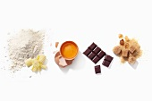 Verschiedene Backzutaten (Mehl, Butter, Ei, Schokolade und Zucker)