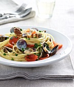 Spaghetti vongole with tomatoes