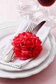 Napkin ring made of silk pompom