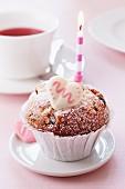 Muffin mit Kerze und Zuckerherz