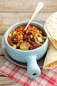 Chili con carne with tortillas