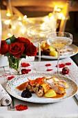 Putenbraten mit Füllung, Cranberries und Bratkartoffeln zu Weihnachten