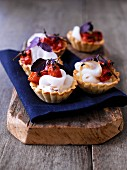Tartlets with garlic cream and roasted tomatoes
