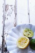 Ausgepresste Zitrone und Limette