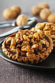 Walnut tartlets with chocolate