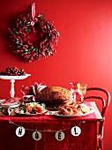 Weihnachtsbuffet mit festlichem Braten