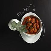 Albondigas (Hackbällchen aus Spanien) mit würziger Tomatensauce