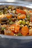 Couscous mit Erbsen und Möhren (Tunesien)