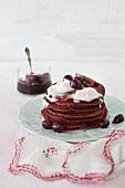 Rote-Bete-Pfannkuchen mit süßer Traubensauce