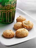 Amarettini (small almond macaroons, Italy)