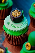 St. Patrick's Day Cupcakes Topped with Pots of Gold