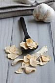 Dried garlic crisps