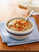 Porridge oats with dried fruit and nuts