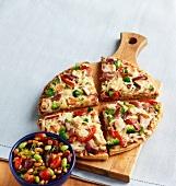Gemüsepizza mit Hähnchenfleisch
