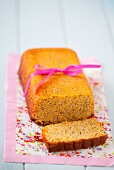 Glutenfreier Zitronenkuchen mit Mohn als Geschenk