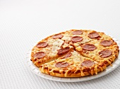 Peperoni-Salami-Pizza