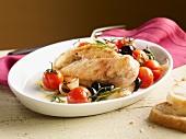 Hühnerbrust mit Tomaten, Oliven, Zwiebeln und Rosmarin