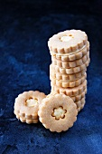 Flower-shaped butter biscuits filled with custard cream