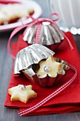 Christmas biscuits packaged in small cake moulds as guest favour