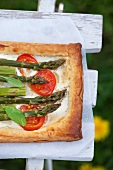 Puff pastry tart with goat's cheese, tomatoes and asparagus