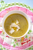 Courgette soup with goat's cheese