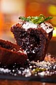 Moelleux au chocolat with icing sugar