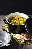 Cauliflower curry with unleavened bread