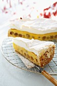 Cheesecake with meringue topping and gooseberries