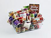 Supermarktkorb voller Lebensmittel