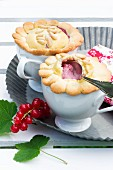 Individual pies with redcurrant pudding and pine nuts