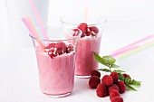 Raspberry shake with grated coconut