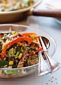 Gemüsereis mit Paprikaschoten und Mais